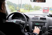 POLICISTÉ provádí i dopravní kontroly vozidel.