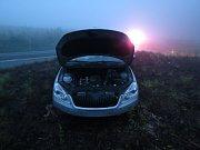 Na křižovatce za Cvikovem ,na odbočce na Svor se střetla dvě osobní auta přičemž se jedno po střetu dostalo pod protijedoucí kamion.Nehoda dopadla tragicky a to smrtí osmadvacetiletého řidiče Opelu Vectry(na snímku).