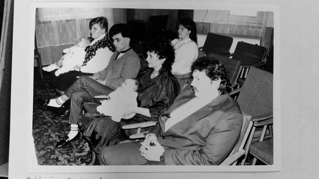 Fotografie zachycuje vítání občánků v roce 1992.