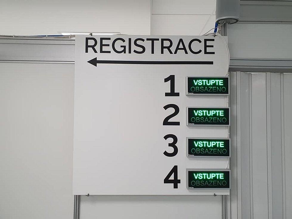 Registrovaní zájemci, kteří již mají termín očkování, dostanou vakcínu v liberecké budově D Krajského úřadu Libereckého kraje, v Jablonci nad Nisou v městské sportovní hale, v České Lípě v kulturním domě Crystal a v Jilemnici a Semilech v tamních nemocnic