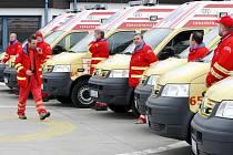 Před několika měsíci získali řidiči záchranky tyto nové sanity. Letos k nim přibudou i čtyři výjezdní auta pro doktory.