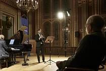 Pátečním večerem 15. října se uzavřela letošní saská festivalová kapitola. Na programu bylo vystoupení mimořádného dua vynikajících interpretů - klavíristy Iva Kahánka a klarinetisty Irvina Venyše.