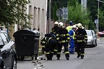 Profesionální hasiči a policisté zasahovali včera dopoledne v centru města. Z důvodu zásahu a bezpečnosti uzavřeli celou Kladenskou ulici, která se nachází nedaleko budovy Krajského úřadu Libereckého kraje. Důvodem přítomnosti byl masivní únik plynu.