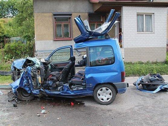 Život dvěma dětem zachránily při dopravní nehodě v Horní Sytové kvalitní autosedačky.