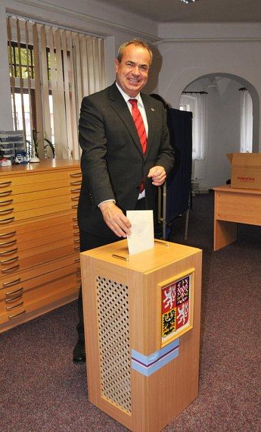 Hejtman Libereckého kraje Stanislav Eichler už také volil.