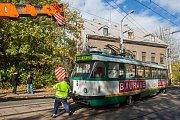 Tramvajová souprava linky 2 vykolejila 12. října po desáté hodině v liberecké ulici Hanychovská poblíž točny u viaduktu. Zpět do kolejí ji musel dostat jeřáb.