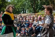 Druhý ročník Svatováclavské slavnosti proběhl 28. září na zámku Svijany. Na snímku je šermířské vystoupení skupiny Alterum.