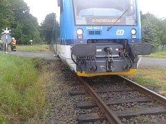 V Krásném Lese na Liberecku se srazil osobní vlak s přívěsným vozíkem za dodávkou. Nehoda se obešla bez zranění.