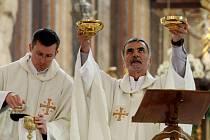 Farář Miloš Raban v bazilice Navštívení Panny Marie v Hejnicích.