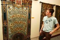 Výstava praporů v Severočeském muzeu