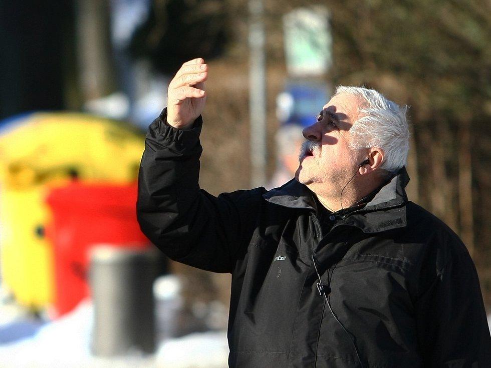 Zahájení kácení napadených stromů v aleji Masarykovy ulice.