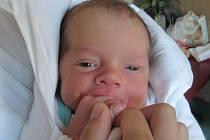 TOBIÁŠ BUREŠ Narodil se 10. září v liberecké porodnici mamince Haně Hlozákové z Liberce. Vážil 3,50 kg a měřil 50 cm.
