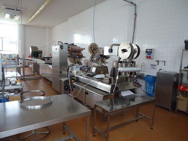 Vybavení mlékárny, která je nabízena vdražbě.