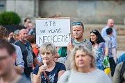 Na náměstí Dr. E. Beneše v Liberci se 5. června sešli lidé na demonstraci proti premiérovi Andreji Babišovi a chystané vládě s podporou komunistů.
