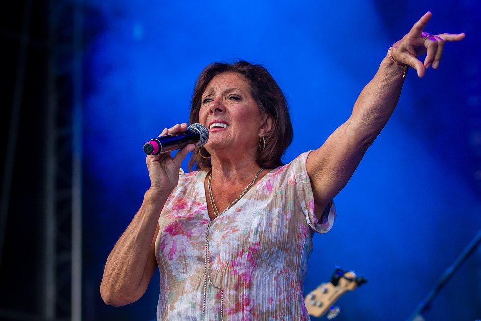 Ve sportovním areálu Vesec v Liberci proběhl 28. července závěrečný den 26. ročníku hudebního festivalu Benátská! Na snímku je Marie Rottrová.