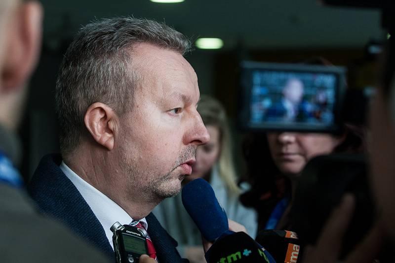 Výjezdní zasedání vlády ČR v Libereckém kraji proběhlo 13. března. Na snímku je místopředseda vlády a ministr životního prostředí Richard Brabec před schůzkou se členy Rady Libereckého kraje.