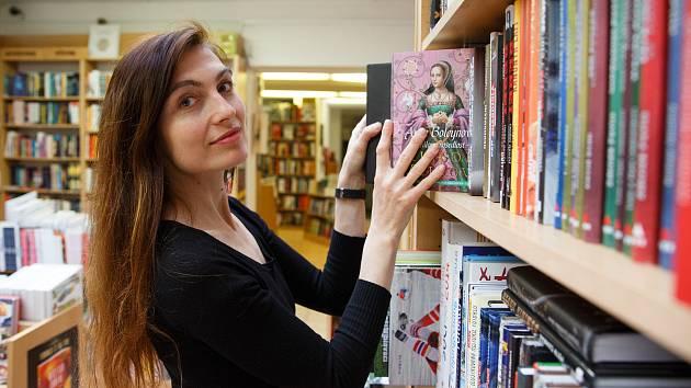 Markéta Ježková patří mezi stálice v Knihkupectví a antikvariát Fryč.