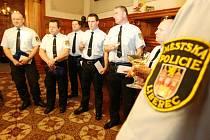 Odměňování strážníků slouží nejen jako ocenění jejich dobré práce, ale zároveň také jako motivační prostředek.