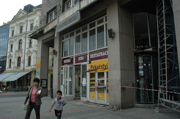 Rekonstrukce bývalé kavrny Nisa, kde by měl vzniknout Sport bar s kavárnou.