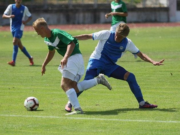 Slovan Liberec (v modrých dresech) nezvládl dobře rozehraný zápas a přestože vedl 2:0, nakonec s Jabloncem jen plichtil 2:2.