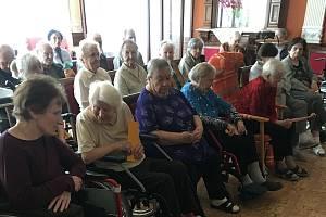 V českodubském domově důchodců oslavili Den matek