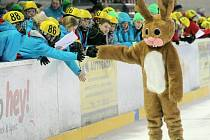 KAŽDÁ SPORTOVNÍ AKCE MÁ MASKOTA. Zimní olympiáda dětí a mládeže 2014 měla na Vysočině zajíce.