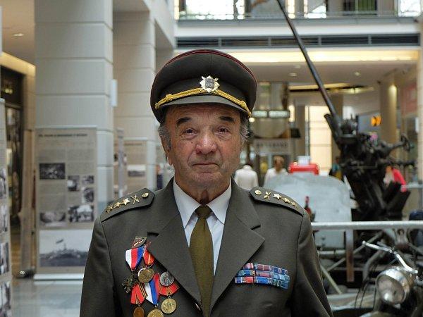 Alexander Hron je zrodiny, která zažila na vlastní kůži obě světové války.