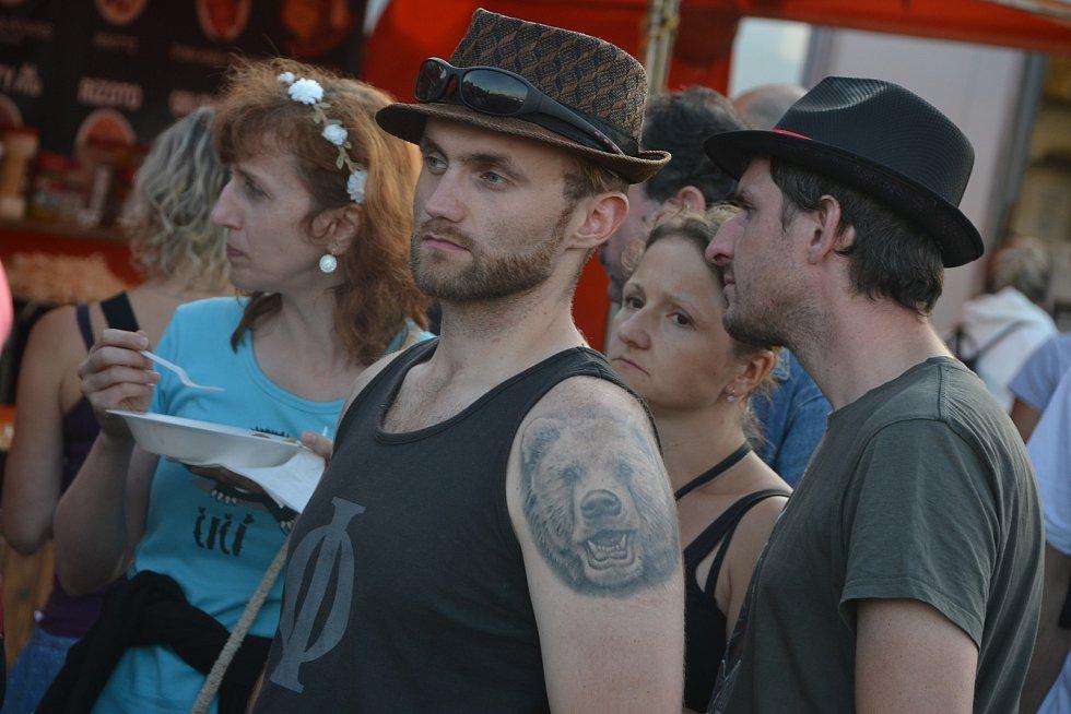 Benátská pokračovala v pátek druhým festivalovým dnem.