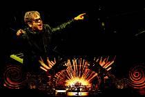 Blyštivou show krále balad, Eltona Johna, promítnou kina