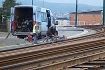 PO DOKONČENÍ rekonstrukce tratě do Jablonce se počítá se zrušením metrového rozchodu kolejí a zavedením klasických 1,435 metru.