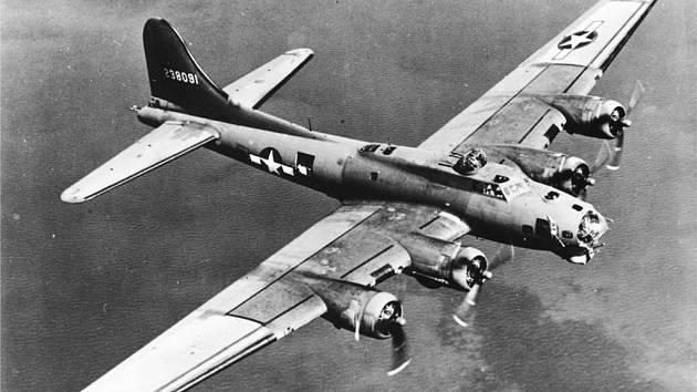 Letadlo B-17G , které se zřítilo nedaleko místa, kde v současné době vzniká pomník.