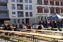 Papírové náměstí obsadily stovky řeckých fanoušků.