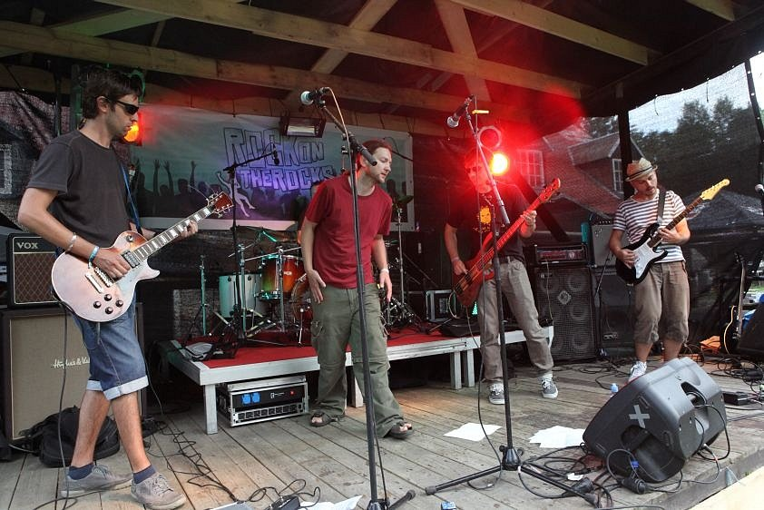 DEE ZEEBRA. Domácí kapela z Tisé vystoupila v úvodu sobotního programu.