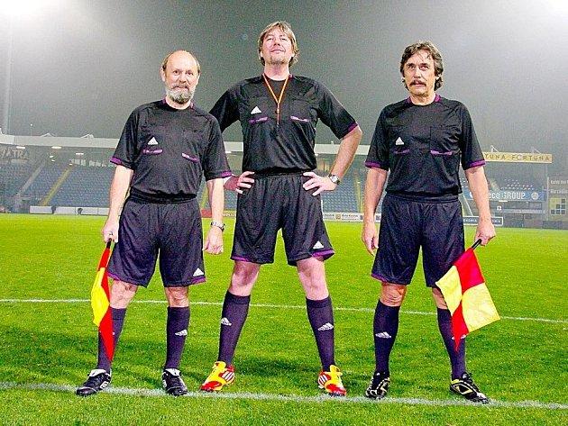 HERCI ROZHODČÍMI. Václav Helšus, Martin Polách a Ladislav Dušek.