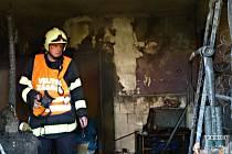 Při požáru domu na Liberecku se zranil mladý muž.