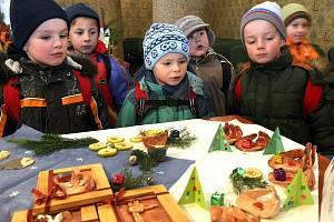 VÝSTAVA POTRVÁ UŽ JEN DVA DNY. Vánoce očima dětí. Tak zní název výstavy, kterou si nyní pro návštěvníky radnice přichystaly děti z libereckých mateřských škol.