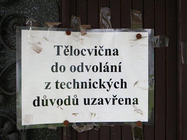 HODKOVICE. VSOUČASNÉ DOBĚ JE SPORTOVNÍ HALA UZAVŘENÁ, HROZÍ ZŘÍCENÍ. Foto: Deník / Vít Černý