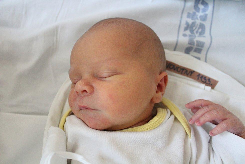 Tomáš Novotný. Narodil se 23. září v liberecké porodnici mamince Andree Novotné z Liberce. Vážil 3,79 kg a měřil 51 cm.