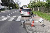 Řidička havarovala ve Frýdlantu, protože se ohlédla dozadu na své děti.