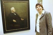 Odborná pracovnice liberecké Oblastní galerie Zuzana Štěpanovičová nejenže zájemce provede o Muzejní noci novou stálou expozicí Zrcadlo vzpomínek, ale ještě lidem popovídá spoustu zajímavostí k této výstavě.