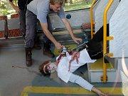 Hasiči, policisté, záchranáři a pracovníci Červeného kříže zasahovali ve Vratislavicích nad Nisou u nehody, při níž se srazily tramvaje. Vše se však odehrálo pouze v rámci cvičení složek Integrovaného záchranného systému.