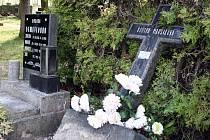 PONIČENÉ HROBY. Tři mladí vandalové řádili na veseckém hřbitově. Díky nízkému věku nebudou potrestáni.