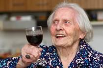 NEJSTARŠÍ LIBEREČANKA. Marie Blažková oslavila 103. narozeniny. Všichni jí ale hádají aspoň o dvacet méně.