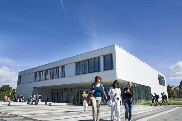 HOSCHULE ZITTAU/GÖRLITZ je větší zobou žitavských univerzit. Aktuálně tam studuje padesát čtyři Čechů.
