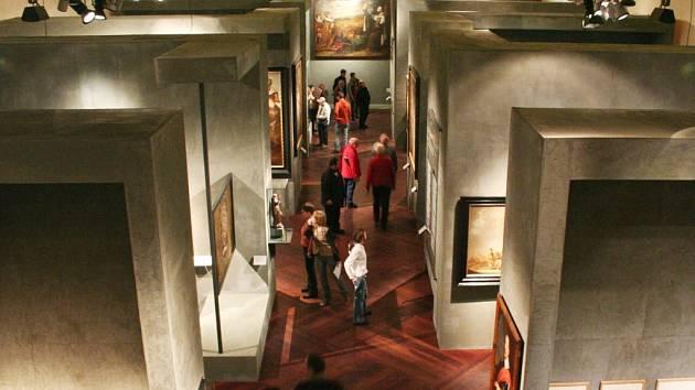 Unikátní výstavu o frýdlantském vévodovi ve Valdštejnské jízdárně v Praze provází rekordní počty návštěvníků.
