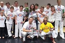 CAPOEIRISTI S MESTRE PACOCOU. Vem Camará Capoeira Liberec včetně medailistů.