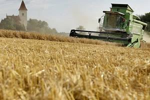 Žně. Kombajn. Zemědělství. Ilustrační foto.
