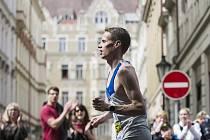 VÍT PAVLIŠTA při maratonu v pražských ulicích.