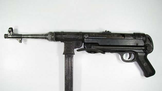 Na policii v České Lípě přinesl během minulé zbraňové amnestii muž samopal MP40.