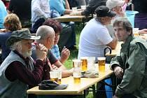 K PIVU PATŘÍ I DOBRÁ ZÁBAVA. Podle vedení Pivovaru Konrád k pivu patří dobrá zábava. Proto ostatně Den Konráda před jedenácti lety pořádali poprvé. Také tuto sobotu si přišli pivní slavnosti užít přes dva a půl tisíce lidí.